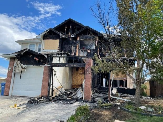 A smoke alarm alerted residents of this duplex in Cranston that their home was on fire.  (Emilie Javeri/Radio-Canada - image credit)