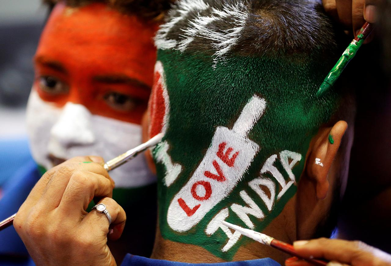 A fans get his hair dyed to extend his support for the Indian cricket team before watching the India and Pakistan ICC Champions Trophy match, in Mumbai, India June 4, 2017. REUTERS/Shailesh Andrade     TPX IMAGES OF THE DAY