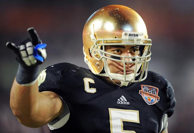 Te'o enrolled at Notre Dame in 2009. He was named second team All-American consecutively from 2009 to 2011. In 2012, Te'o earned multiple honors, including the Lombardi, Butkus, Maxwell, Chuck Bednarik and Walter Camp awards.