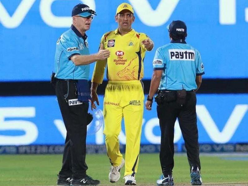 Dhoni stepped onto the field - Image Courtesy (BCCI/IPLT20.com)