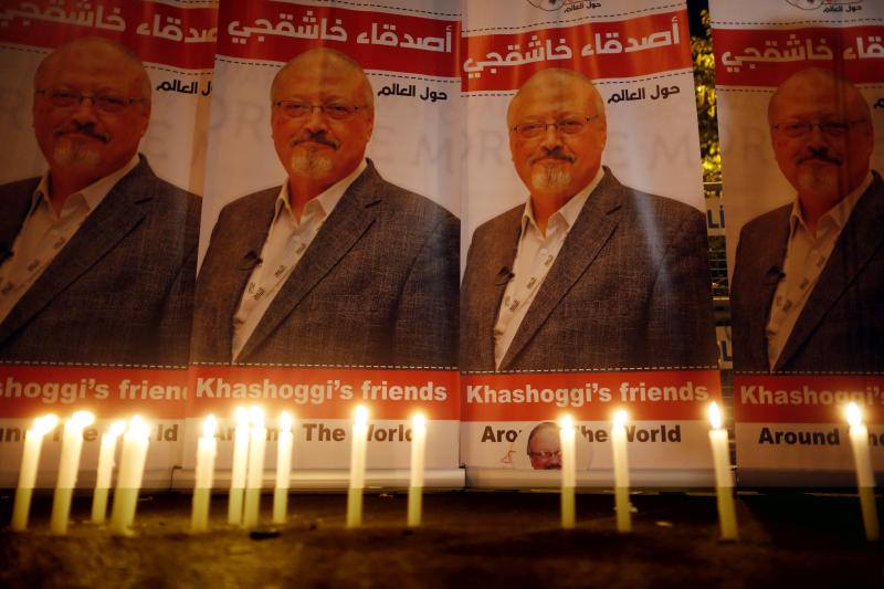 Candles, lit by activists protesting the killing of Saudi journalist Jamal Khashoggi, are placed outside Saudi Arabia's consulate in Istanbul during a candlelight vigil onOct. 25, 2018. (ASSOCIATED PRESS)