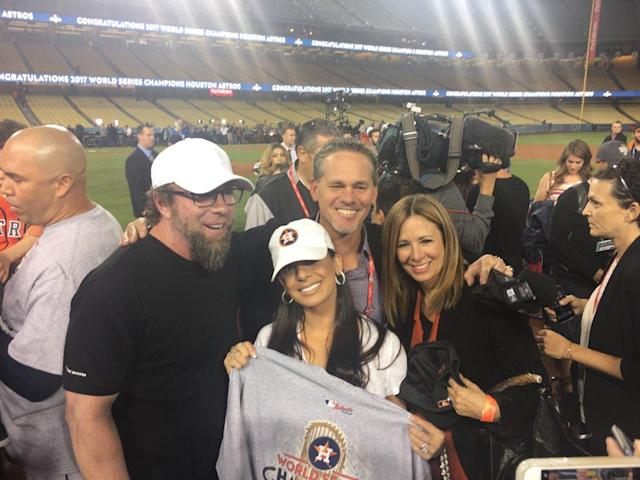 Jeff Bagwell and Craig Biggio pose on the field with their wives after the Astros win Game 7 of the 2017 World Series. (Twitter/@alysonfooter)