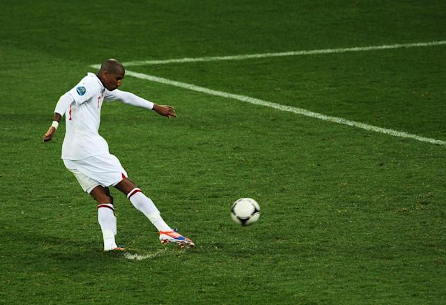 <p>Ashley Young fires in his penalty against Italy… </p>