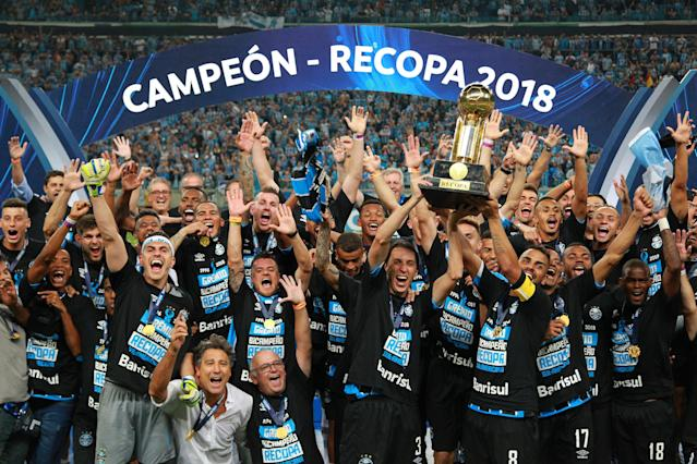 Soccer Football - Recopa Sudamericana final - Argentina's Independiente v Brazil's Gremio - Arena do Gremio Stadium, Porto Alegre, Brazil - February 21, 2018. Gremio players celebrate winning the penalty shootout. REUTERS/Diego Vara