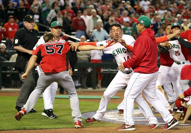 Mexico's Eduardo Arredondo (R) fights with Canada's Jay Johnson on Saturday at Chase Field. (Getty Images)