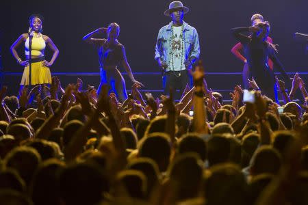 U.S. singer Pharrell Williams (C) performs on the Stravinski Hall stage at the 48th Montreux Jazz Festival in Montreux July 7, 2014. REUTERS/Jean-Christophe Bott/Pool