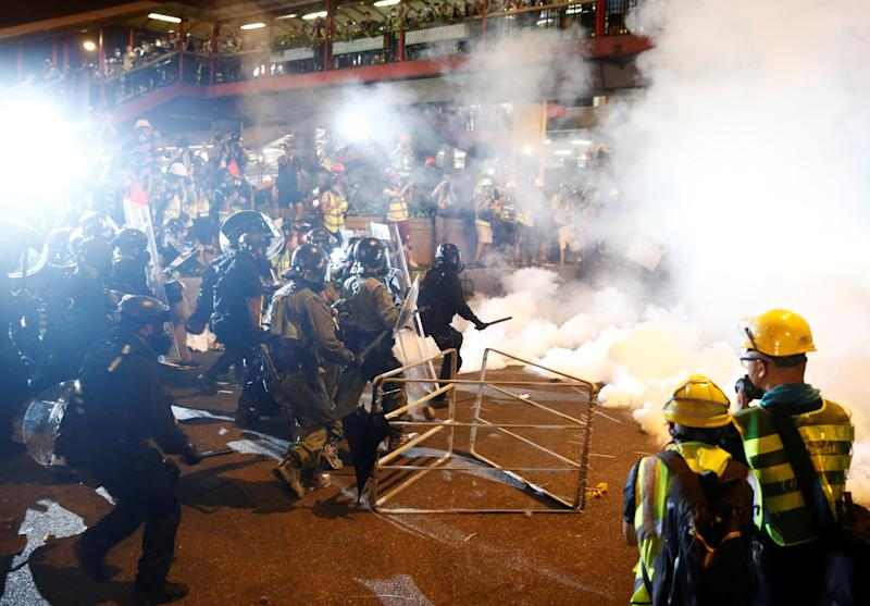 Riot police clash with anti-extradition demonstrators, after a march to call for democratic reforms in Hong Kong, China July 21, 2019. (Photo: Edgar Su/Reuters)