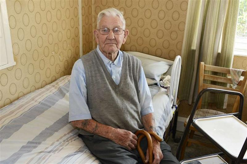 Mr Stelfox,106, served during the campaign for North Africa as one of the heroic Desert Rats (Picture: SWNS)