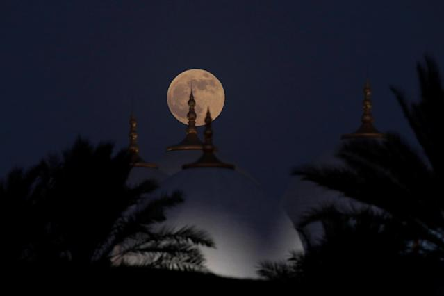 "<p>A lunar eclipse of a full ""Blood Moon"" rises behind the Sheikh Zayed Grand Mosque in Abu Dhabi, United Arab Emirates, July 27, 2018. (Photo: Christopher Pike/Reuters) </p>"