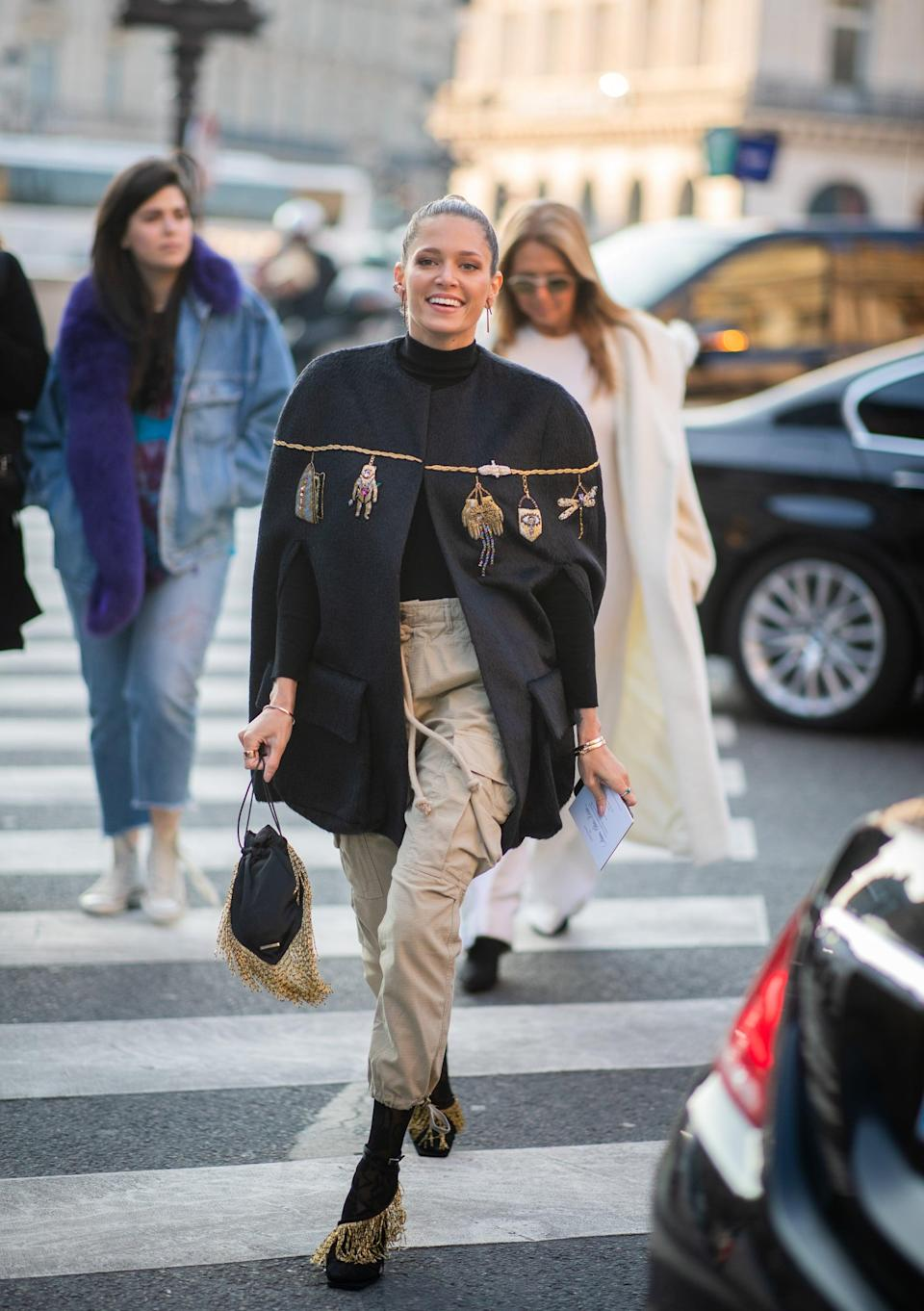 <p>Sophisticated cargos? That's a thing when you style neutral cargo pants with a cape and jeweled heels. </p>