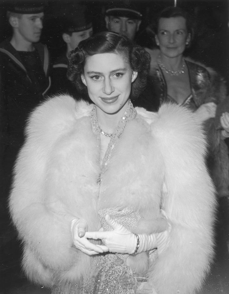 <p><b>Attending the premiere of the film 'Captain Horatio Hornblower' at the Warner Theatre Leicester Square in a fur coat.<em> [Photo: Getty]</em> </b></p>