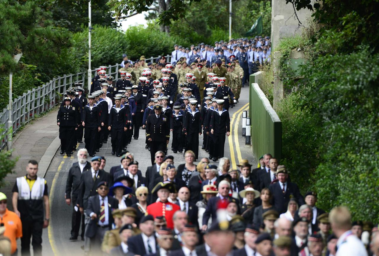 "Veterans and soldiers march in the ""Short Step"" parade, during a ceremony to mark the 100th anniversary of the outbreak of World War One (WW1), in Folkestone, southern England August 4, 2014. REUTERS/Dylan Martinez (BRITAIN - Tags: POLITICS ANNIVERSARY CONFLICT)"