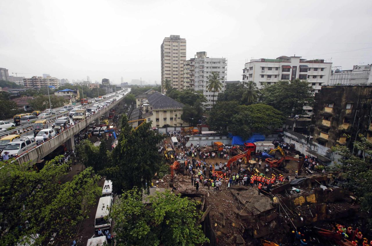 Rescue crews search for survivors at the site of a collapsed residential building in Mumbai September 27, 2013. The five-storey apartment block collapsed on Friday in the Indian financial centre of Mumbai, killing at least four people and trapping scores in the latest accident to underscore shoddy building standards in Asia's third-largest economy. REUTERS/Danish Siddiqui (INDIA - Tags: DISASTER)