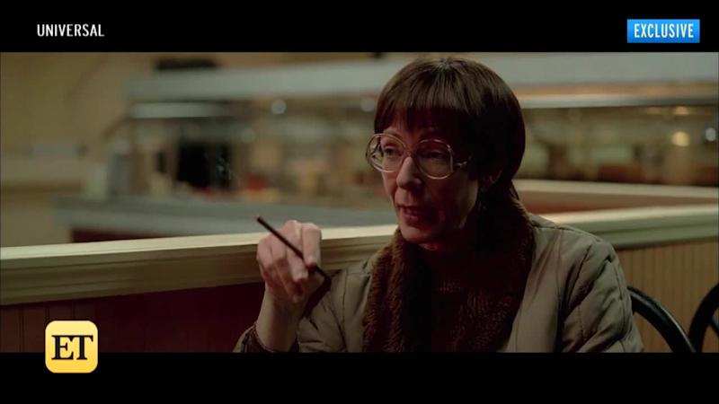 Allison Janney Tries To Steal A Purse Full Of Chicken Wings In I
