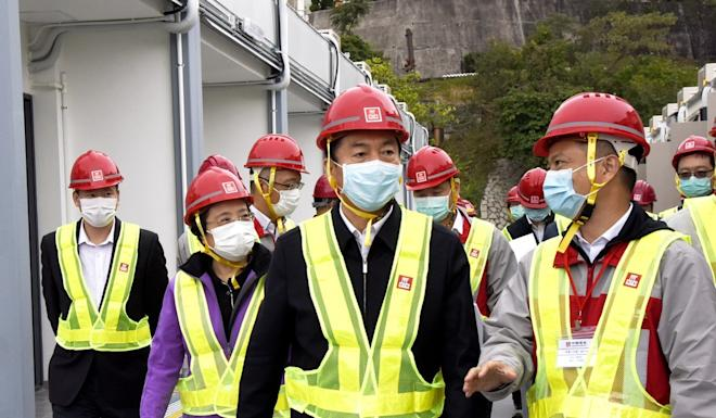 Luo Huining (centre) visits Lei Yue Mun Park and Holiday Village to praise construction workers. Photo: Handout