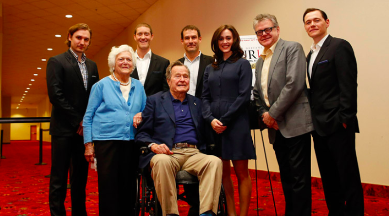Lind, center, said the former president groped her twice during this photo opp and that former first lady Barbara Bush was aware. (Aaron M Sprecher/Invision for AMC/AP Images)