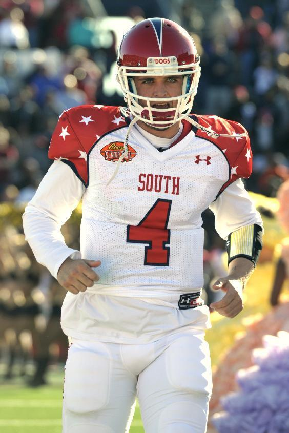 South quarterback Derek Carr (4) of Fresno State runs on to the field before the Senior Bowl NCAA college football game on Saturday, Jan. 25, 2014, in Mobile, Ala. (AP Photo/G.M. Andrews)