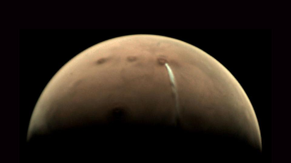 The mystery of this bizarre Mars cloud is beginning to unravel