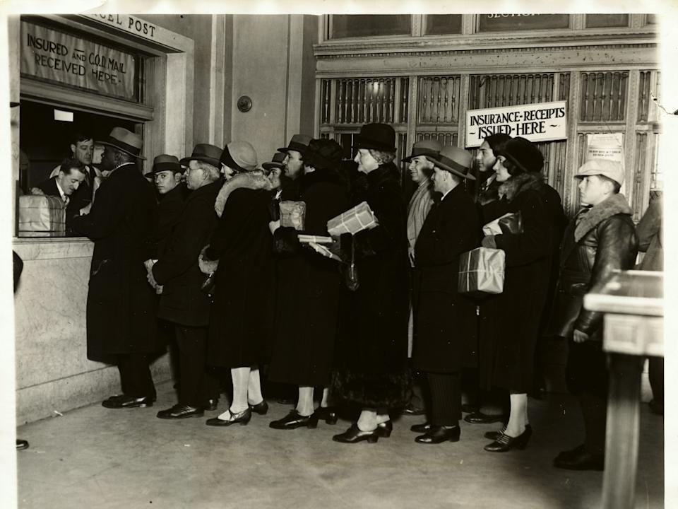 holiday post office line