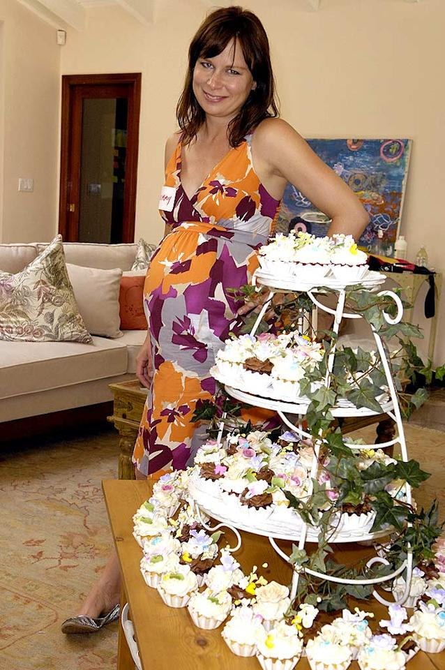 "Mary Lynn Rajskub of ""24"" fame poses next to the perfect baby shower gift: a tower of cupcakes! <a href=""http://www.gettyimages.com/"" target=""new"">GettyImages.com</a> - June 14, 2008"