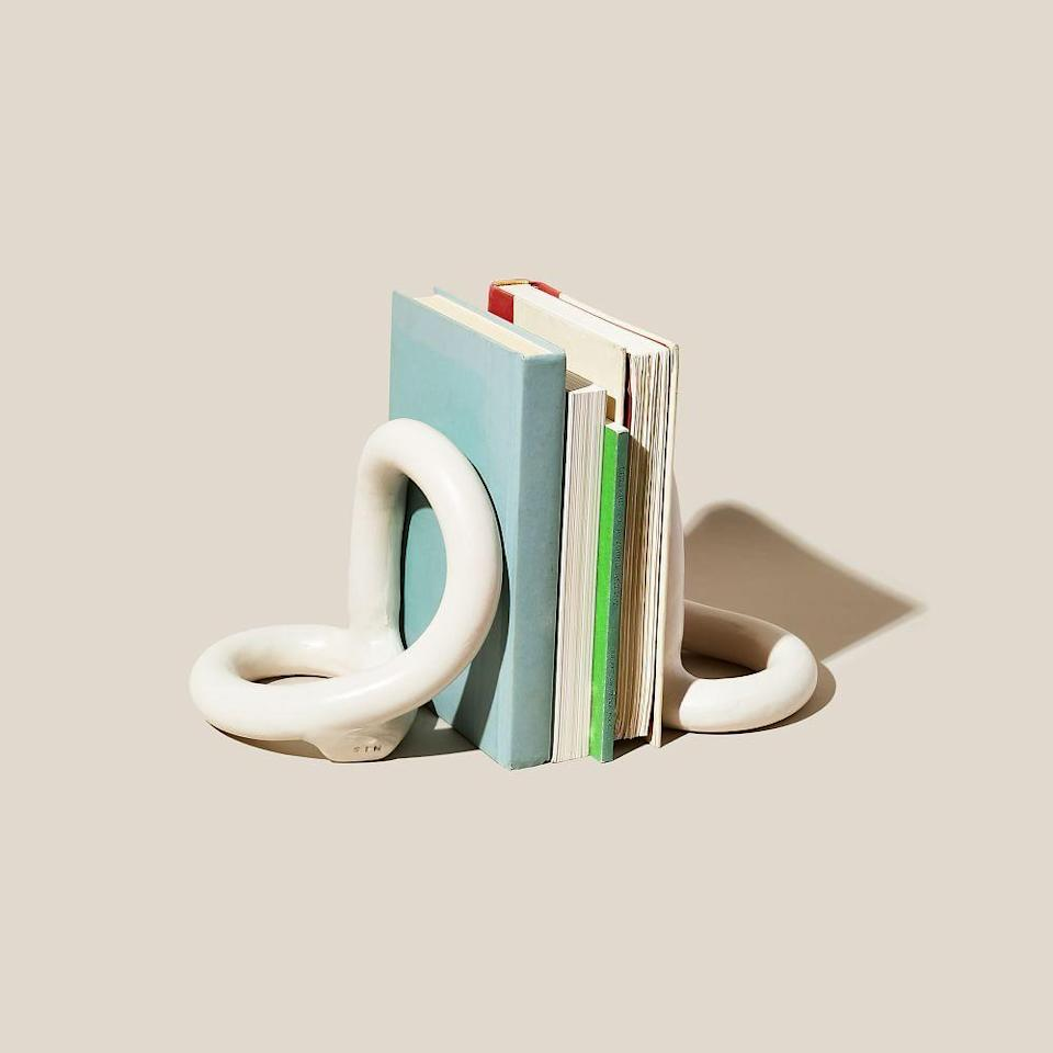 """<p><strong>West Elm</strong></p><p>westelm.com</p><p><strong>$130.00</strong></p><p><a href=""""https://go.redirectingat.com?id=74968X1596630&url=https%3A%2F%2Fwww.westelm.com%2Fproducts%2Flcl-sin-bacchus-bookends-set-d11642&sref=https%3A%2F%2Fwww.cosmopolitan.com%2Fstyle-beauty%2Ffashion%2Fg36479297%2Fgift-ideas-for-doctors%2F"""" rel=""""nofollow noopener"""" target=""""_blank"""" data-ylk=""""slk:Shop Now"""" class=""""link rapid-noclick-resp"""">Shop Now</a></p><p>I'm willing to bet they have a big ol' stack of books somewhere (hey, they did a lot of studying to get to where they are). Stylish bookends for their desk will not only make their office look nicer, but it'll also make it easier to organize all their reading material.</p>"""