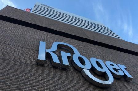 Kroger to lay off hundreds, as questions about its turnaround plan linger