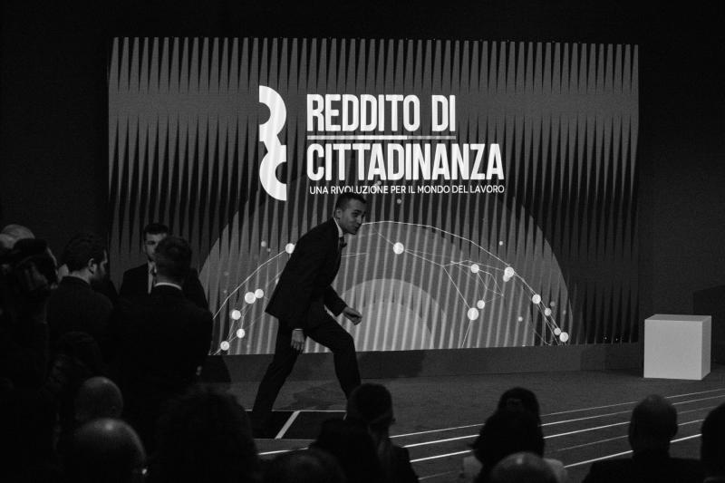 Luigi Di Maio alla conferenza stampa di presentazione del reddito di cittadinanza. (Photo by Christian Minelli/NurPhoto via Getty Images)