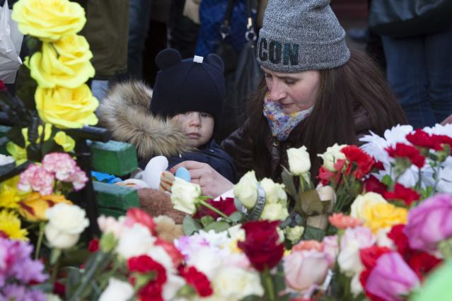 <p>A woman lays flowers for the victims of a fire in a multistory shopping center in the Siberian city of Kemerovo, about 3,000 kilometers (1,900 miles) east of Moscow, March 26, 2018. (AP Photo/Sergei Gavrilenko) </p>