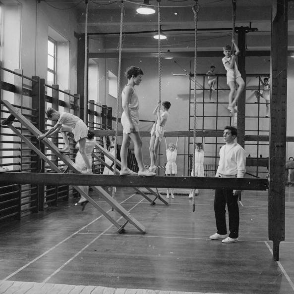 <p>Gym classes definitely don't look like this anymore! This photo from the early 1960s shows students at the William Ellis School at Primrose Hill in London, with the ropes and all.<br></p>