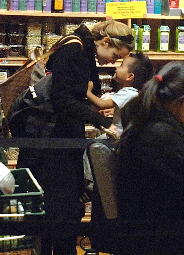 Angelina Jolie and her son Maddox shop for groceries in Manhattan in 2005. (Photo: bauer-griffin.com)