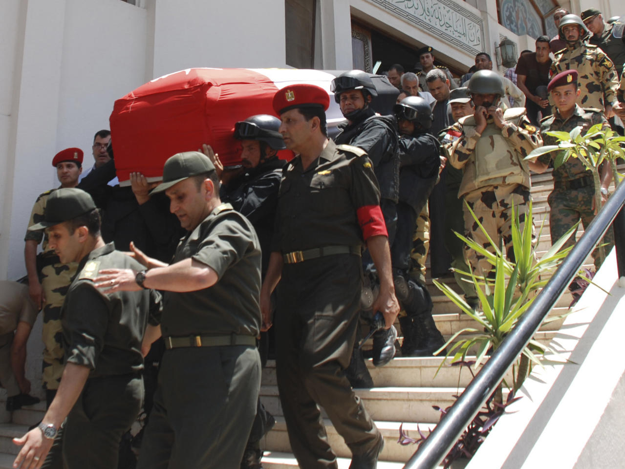 Egyptian commandos carry the coffin of their comrade, Cpl. Samir Anwar Ismail, who was killed in clashes with protesters in Cairo, Egypt, Saturday, May 5, 2012. Lawyers say authorities have detained over 300 Egyptian protesters including 18 women following clashes outside the country's Defense Ministry, accused of attacking troops and disrupting public order.(AP Photo)
