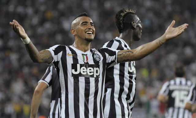 Juventus' Arturo Vidal celebrates after scoring against S.S. Lazio during their Italian Serie A soccer match at the Juventus stadium in Turin August 31, 2013. REUTERS/Giorgio Perottino (ITALY - Tags: SPORT SOCCER)