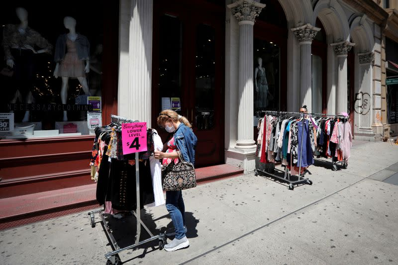 U.S. consumer confidence perks up; rising COVID-19 cases cast shadow over recovery