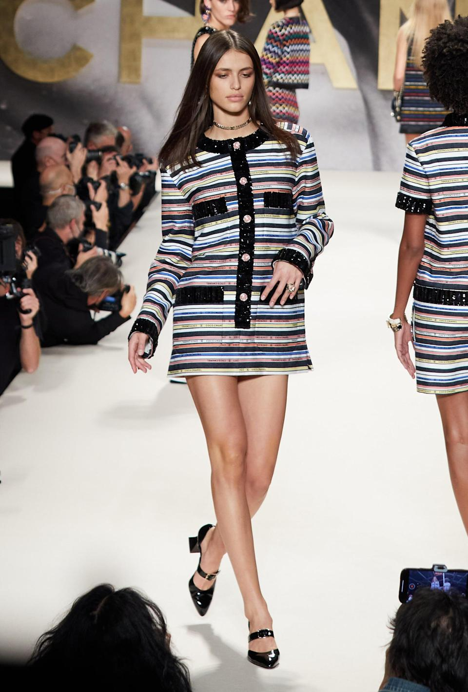 <p>The '60s mod silhouette is back (as present on many runways this season) and Chanel is having fun with it.</p>