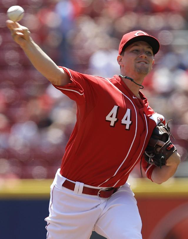 Cincinnati Reds starting pitcher Mike Leake throws against the San Francisco Giants in the first inning of a baseball game, Thursday, June 5, 2014, in Cincinnati. (AP Photo/Al Behrman)