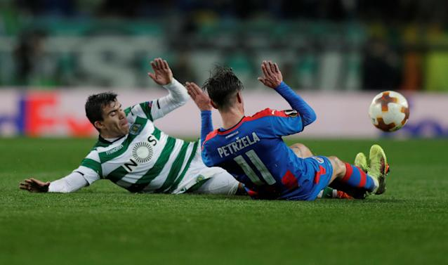 Soccer Football - Europa League Round of 16 First Leg - Sporting CP vs Viktoria Plzen - Estadio Jose Alvalade, Lisbon, Portugal - March 8, 2018 Sporting's Marcos Acuna in action with Viktoria Plzen's Milan Petrzela REUTERS/Rafael Marchante