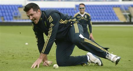 South Africa's Graeme Smith reacts after catching a ball during a training session their first one-day international cricket match against England at Sophia Gardens in Cardiff, Wales August 23, 2012. REUTERS/Philip Brown