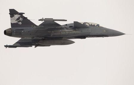 A Swedish Saab Gripen F fighter flies over the Swiss Army Airbase in the central Swiss town of Emmen January 17, 2013. REUTERS/Arnd Wiegmann/Files