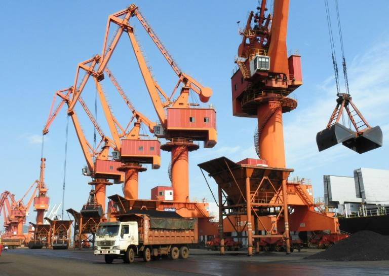 China Sept exports rise 8.1 pct y/y, imports up 18.7 pct