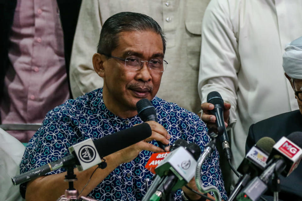PAS secretary-general Datuk Takiyuddin Hassan speaks during a press conference at PAS headquarters in Kuala Lumpur March 1, 2020. — Picture by Firdaus Latif