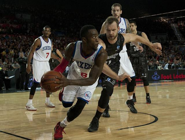 Philadelphia 76ers' Tony Wroten, centre left, duels for the ball in front Bilbao Basket's Antanas Kavaliauskas, centre right, during the NBA Global basketball game in Bilbao northern Spain on Sunday, Oct. 6, 2012. (AP Photo/Alvaro Barrientos)