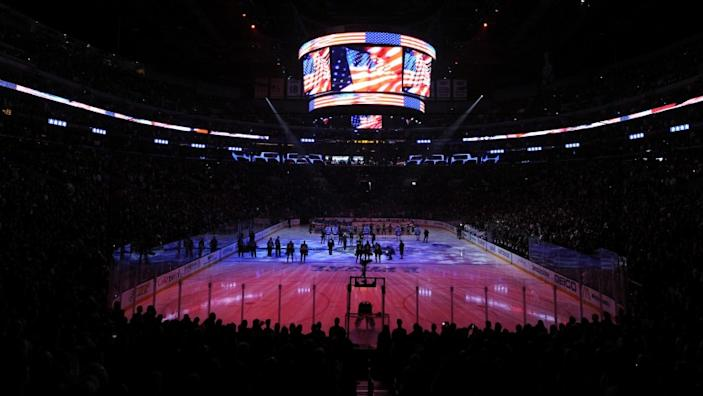 "Staples Center seats more than 18,000 for hockey and 19,000 for basketball, with multiple locker rooms for the Lakers, Clippers, Kings and opponents. <span class=""copyright"">(Harry How / Getty Images)</span>"