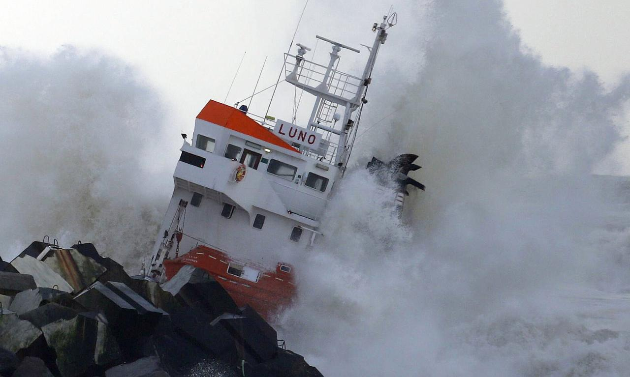 "Waves are seen breaking against an empty Spanish cargo ship which broke in two on a seawall off the beach in Anglet on the Atlantic Coast of France, February 5, 2014. The Spanish cargo ship ""Luno"" broke in two on Wednesday after hitting a sea wall off the southwestern coast of France in high winds. Initial fears that the ship was loaded with fertilisers were unfounded the French Transport Minister reported. Two helicopters lifted a dozen crew members to safety, said Jean Espilondo, the mayor of Anglet. REUTERS/Regis Duvignau (FRANCE - Tags: DISASTER TRANSPORT ENVIRONMENT MARITIME)"
