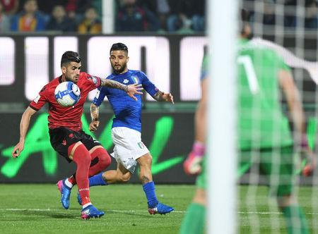 Football Soccer - Italy v Albania - World Cup 2018 Qualifiers - Group G - Renzo Barbera stadium, Palermo, Italy - 24/3/17. Italy's Lorenzo Insigne and Albania's Elseid Hysaj in action. REUTERS/Alberto Lingria
