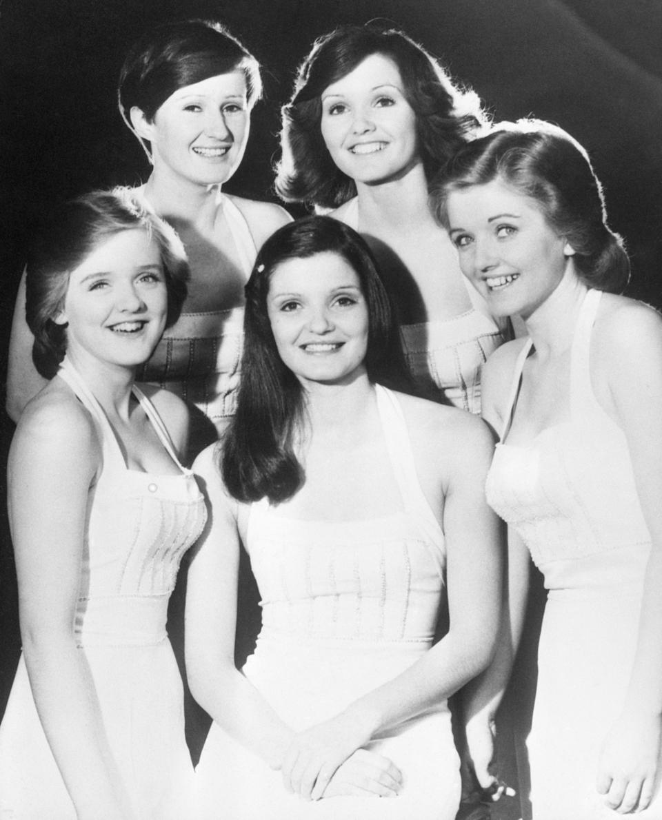 Irish girl group The Nolan Sisters (top left, clockwise) Denise, 24, Maureen, 21, Linda, 17, Anne, 24 and Bernadette 'Bernie', 16.   (Photo by PA Images via Getty Images)