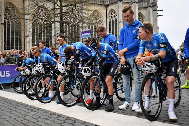Team-mates of fallen Belgian cyclist Michael Goolaerts observe an emotional minute's silence before the Brabantse Pijl one-day classic (AFP Photo/DAVID STOCKMAN)