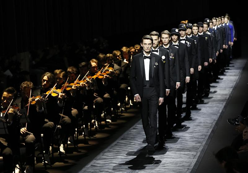 Models present creations by Dior during the menwear Fall/Winter 2015 ready-to-wear collection fashion show on January 24, 2015 in Paris (AFP Photo/Francois Guillot)