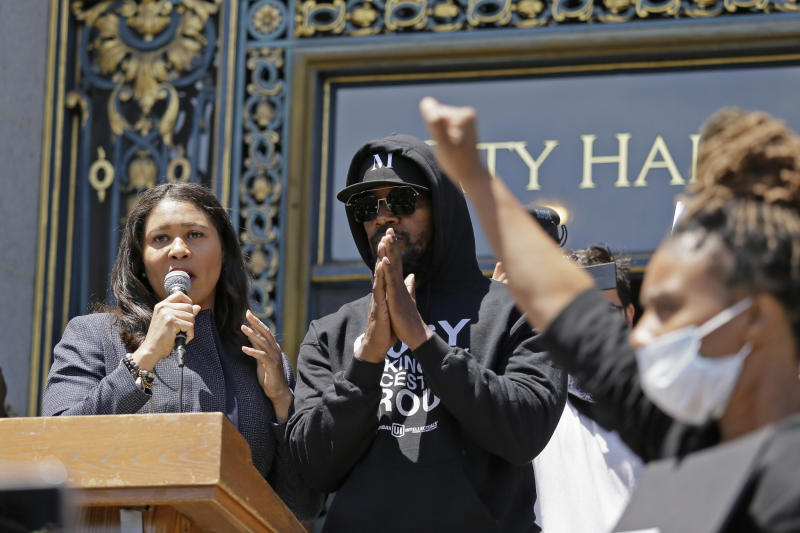 """Jamie Foxx and Mayor London Breed take part in a """"Kneel-In"""" to protest police racism on the steps of City Hall, Monday, June 1, 2020, in San Francisco. Hundreds watched the noon time demonstration. (AP Photo/Eric Risberg)"""