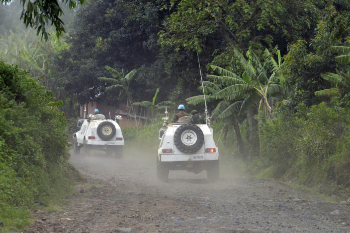 Malawi UN soldiers patrol outside Bunagana in DR Congo close to the Uganda border on October 31, 2013 (AFP Photo/Junior D. Kannah)