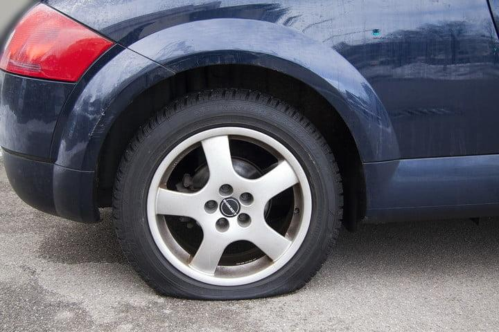 las habilidades de alexa car with flat tire 720x720